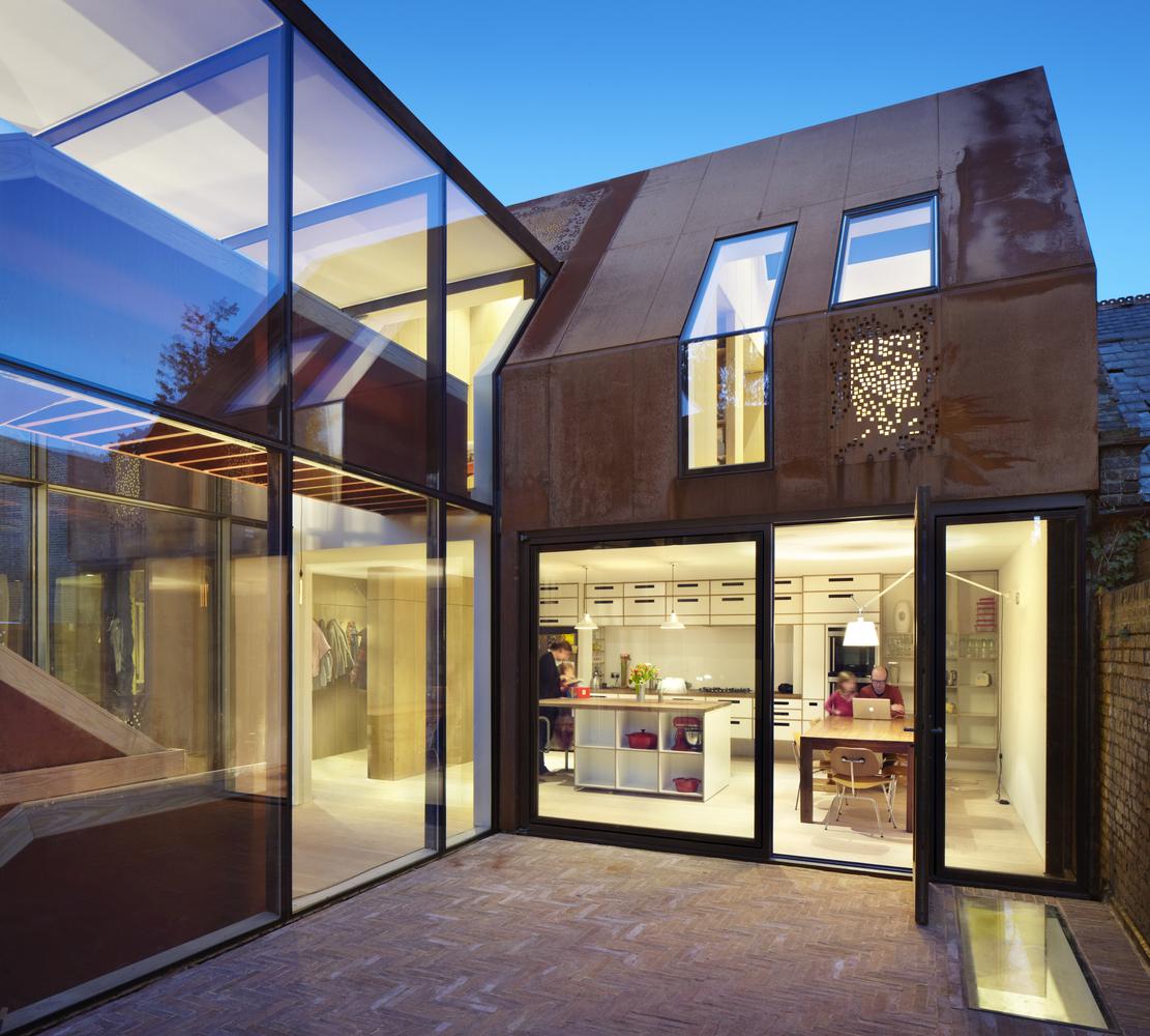 Дом с большими панорамными окнами
