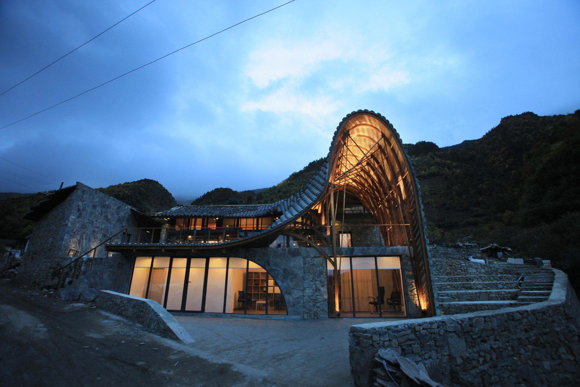 Cattle back mountain volunteer house deep architects for Mountain home architects