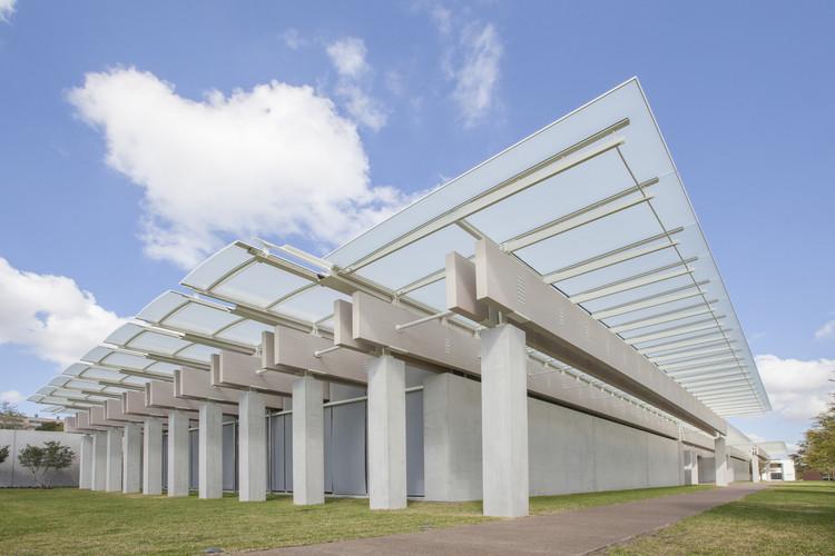 El pabellón de Renzo Piano en el Museo de Arte de Louis Kahn Kimbell. Imagen © Robert Laprelle