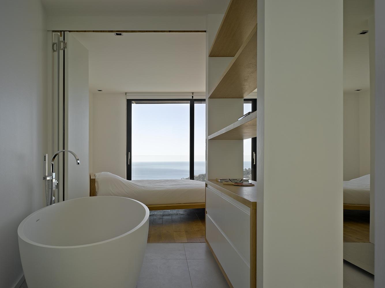 Стильная маленькая ванная комната