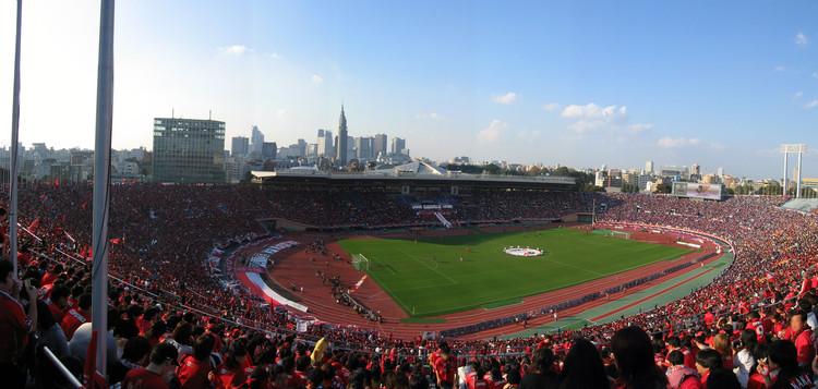 Antiguo estadio olímpico de Tokio. Image Cortesía de LonelyPlanet~commonswiki [Wikipedia CC User]