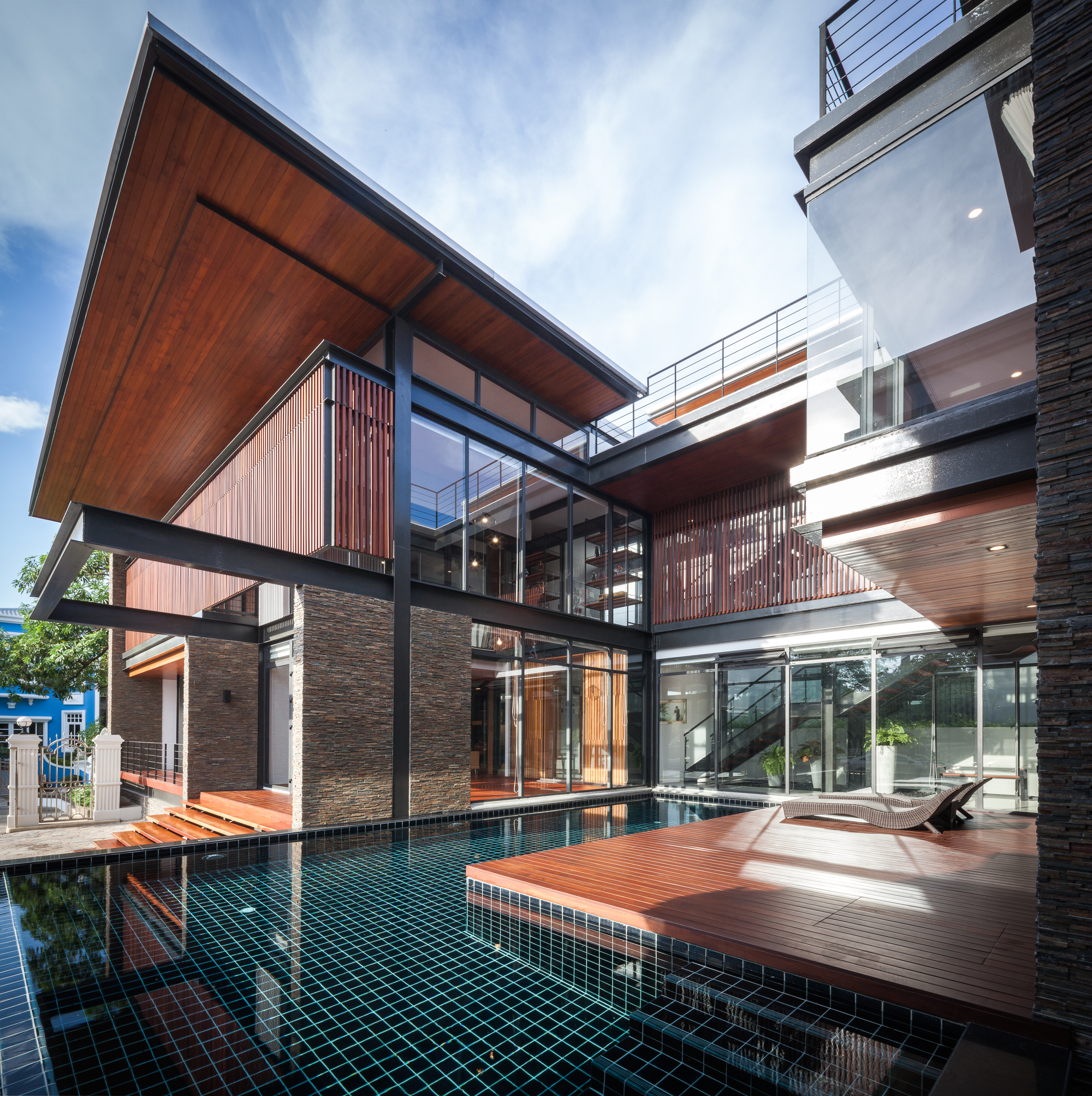 15 Articles To Help Organize Your Home For The New Year: Bridge House / Junsekino Architect And Design