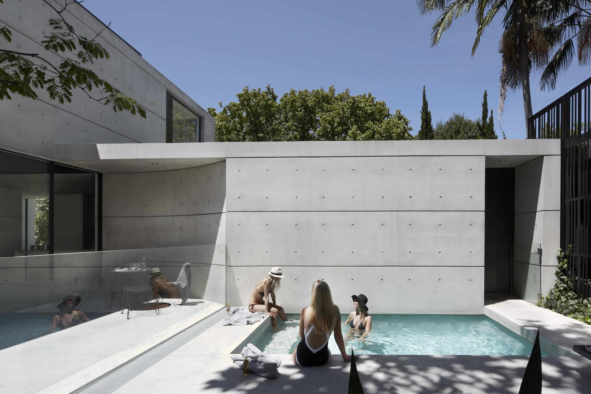 Gallery of orama residence smart design studio 11 for Progetti di piscine e pool house