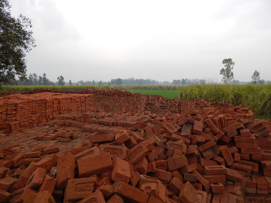 Traditional Red Bricks. Image Courtesy of MIT Tata Center