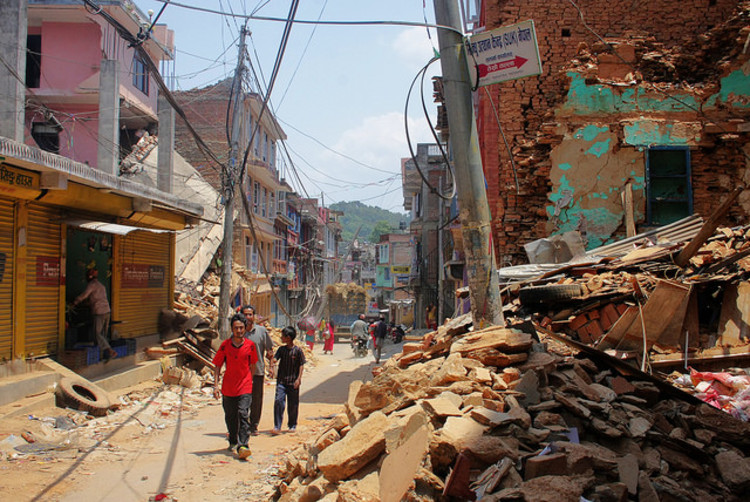 The Architects Foundation Launches Reconstruction Program for Nepal, Rubble-strewn streets of Chautara, Sindhupalchok. Image © IOM 2015