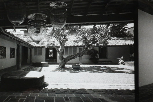 Geoffrey Bawa's photograph of the courtyard at the Ena de Silva House. Image © Geoffrey Bawa
