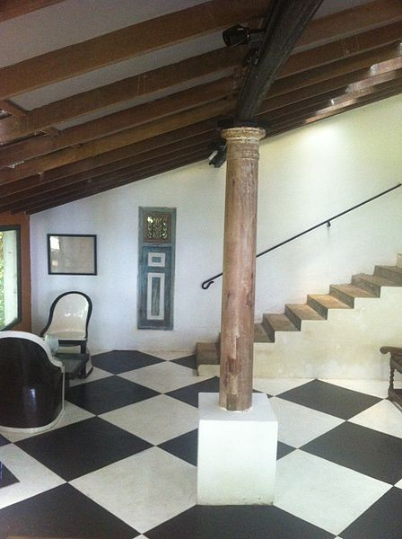 Interior of Lunuganga. Image © Wikimedia CC user Labeet