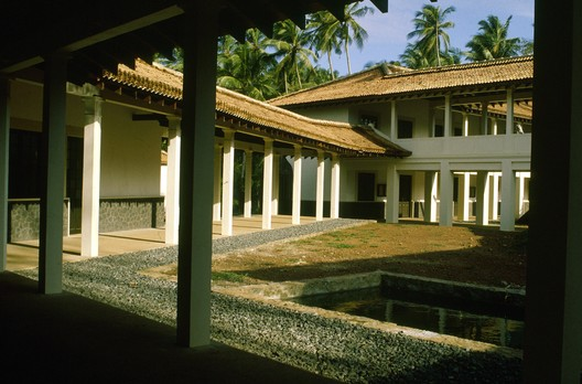 A courtyard in Bawa's campus for the University of Ruhuna