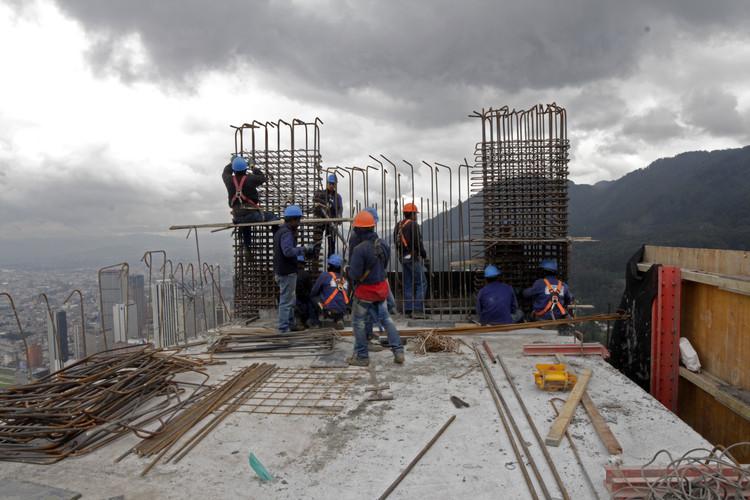 Construcción en piso 67 de la Torre Sur. Image © Nicolás Valencia
