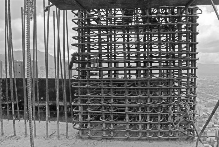 Enfierradura en progreso del piso 67 de la Torre Sur. Image © Nicolás Valencia