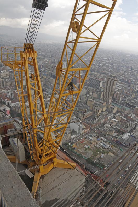Segunda grúa autotrepante en el piso 58 de la Torre Sur. Image © Nicolás Valencia