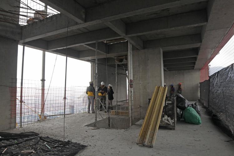 Obra gruesa del piso 64 de la Torre Sur. Image © Nicolás Valencia