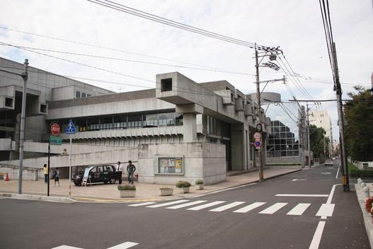 Ōita Prefectural Library, 1966, now Ōita Art Plaza. Image © <a href='http://ift.tt/2uN3hd9 user kentamabuchi</a> licensed under <a href='http://ift.tt/2az3P8J BY-SA 2.0</a>