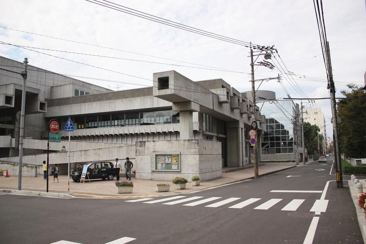 Ōita Prefectural Library, 1966, now Ōita Art Plaza. Image © <a href='https://www.flickr.com/photos/kentamabuchi/2937896268'>Flickr user kentamabuchi</a> licensed under <a href='https://creativecommons.org/licenses/by-sa/2.0/'>CC BY-SA 2.0</a>