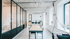 Black and White Apartment / Crosby Studios