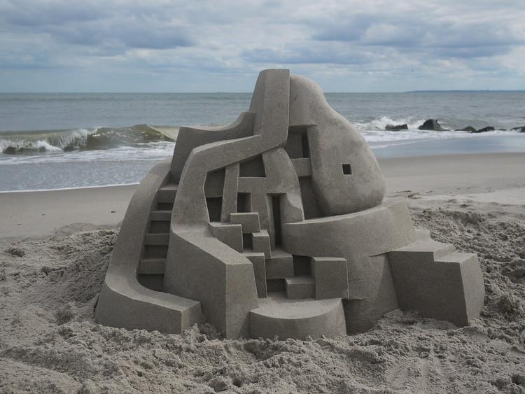 Calvin Seibert esculpe impresionantes castillos de arena modernistas, © Calvin Seibert