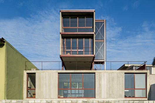 Segundo Lugar: Estúdio Madalena, por Apiacás Arquitetos. © Leonardo Finotti . Image Cortesia de Instituto Tomie Ohtake