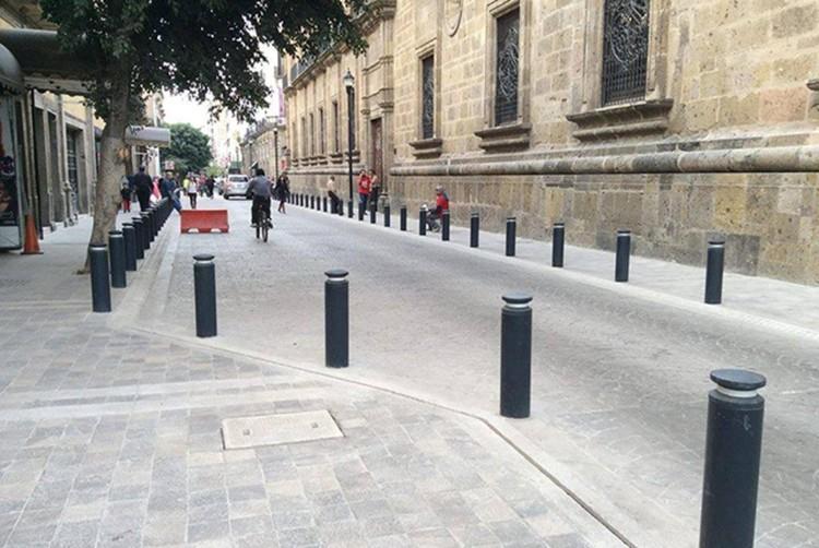 Materiales elementos b sicos espacios p blicos - Mobiliario urbano madrid ...