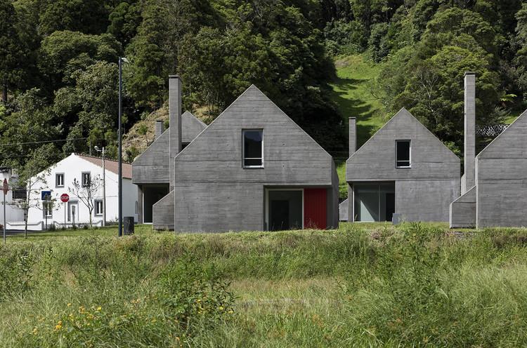 27 Dwelling in Sete Cidades / Eduardo Souto de Moura + Adriano Pimenta. Image © Luís Ferreira Alves