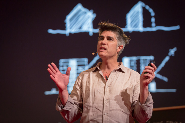 """Alejandro Aravena a Clarín: """"al diseñar vivienda social no hay recursos para hacer aquello que no sea lo estrictamente necesario"""", vía Flickr CC, Usuario TED Conference"""