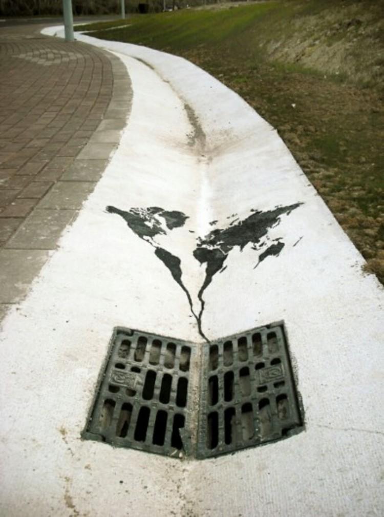 """""""El mundo se va por el desagüe"""" por Pejac."""