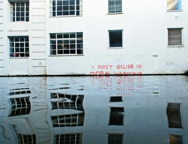 """""""No creo en el calentamiento global"""" por Banksy."""