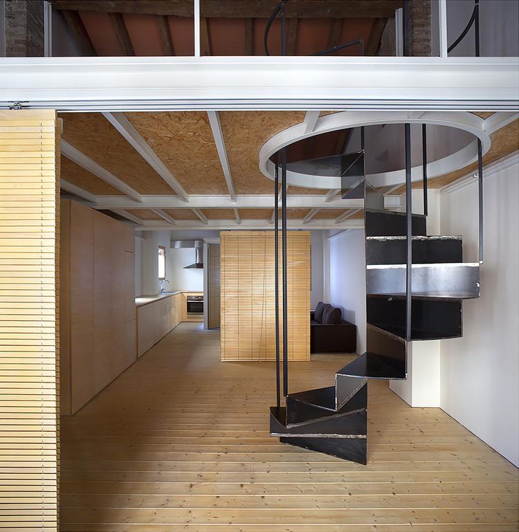 Casa en el barrio del Carmen / Hugo Mompó Architecture + Juan Grau, © Mariela Apollonio