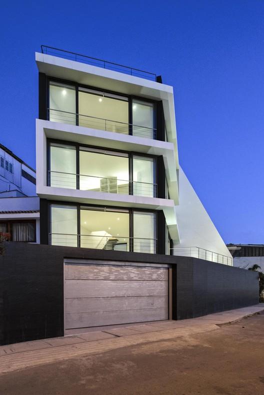 Casa Vertical / Juan Carlos Doblado, © Elsa Ramírez