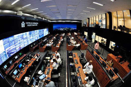 Centro de controle no Rio de Janeiro. Cortesia de IBM
