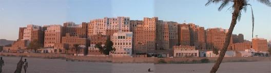 © Flickr CC user the_tenant  The 'Manhattan of the Desert': Shibam, Yemen's Ancient Skyscraper City 2526986536 9922f3c0ea o