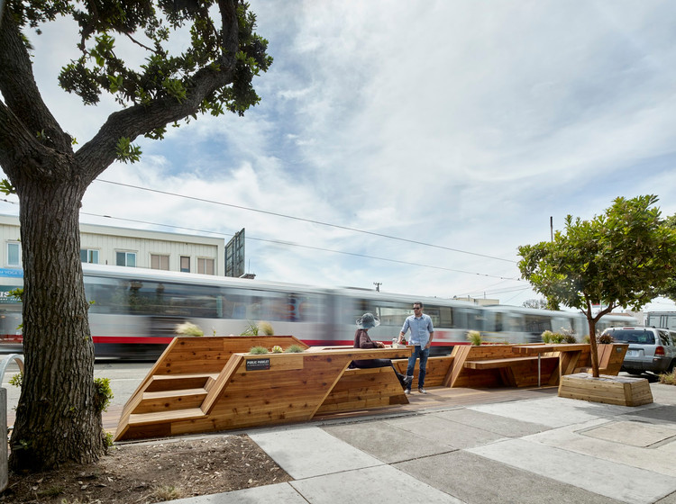 Sunset Parklet, una plazoleta diseñada por INTERSTICE Architects, © Cesar Rubio