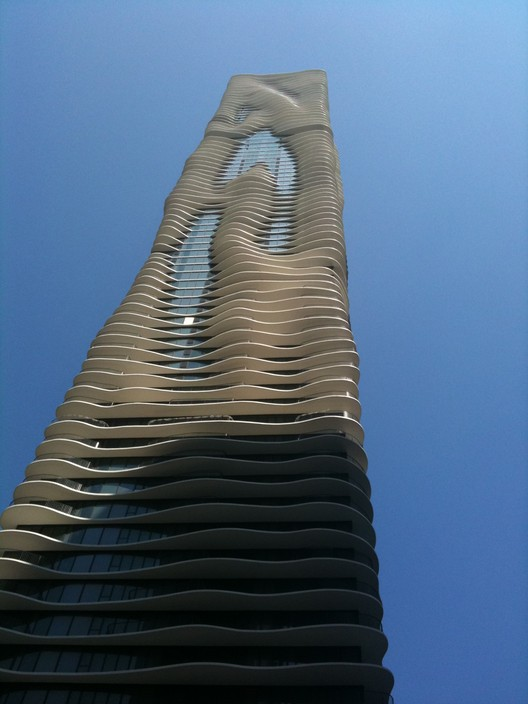 The Aqua Tower in Chicago by Jeanne Gang, who won the 2006 Emerging Voices award. Image © Wikimedia user Peace01234