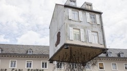 "An Entire House is ""Pulled by the Roots"" in Leandro Erlich's Latest Exhibition"