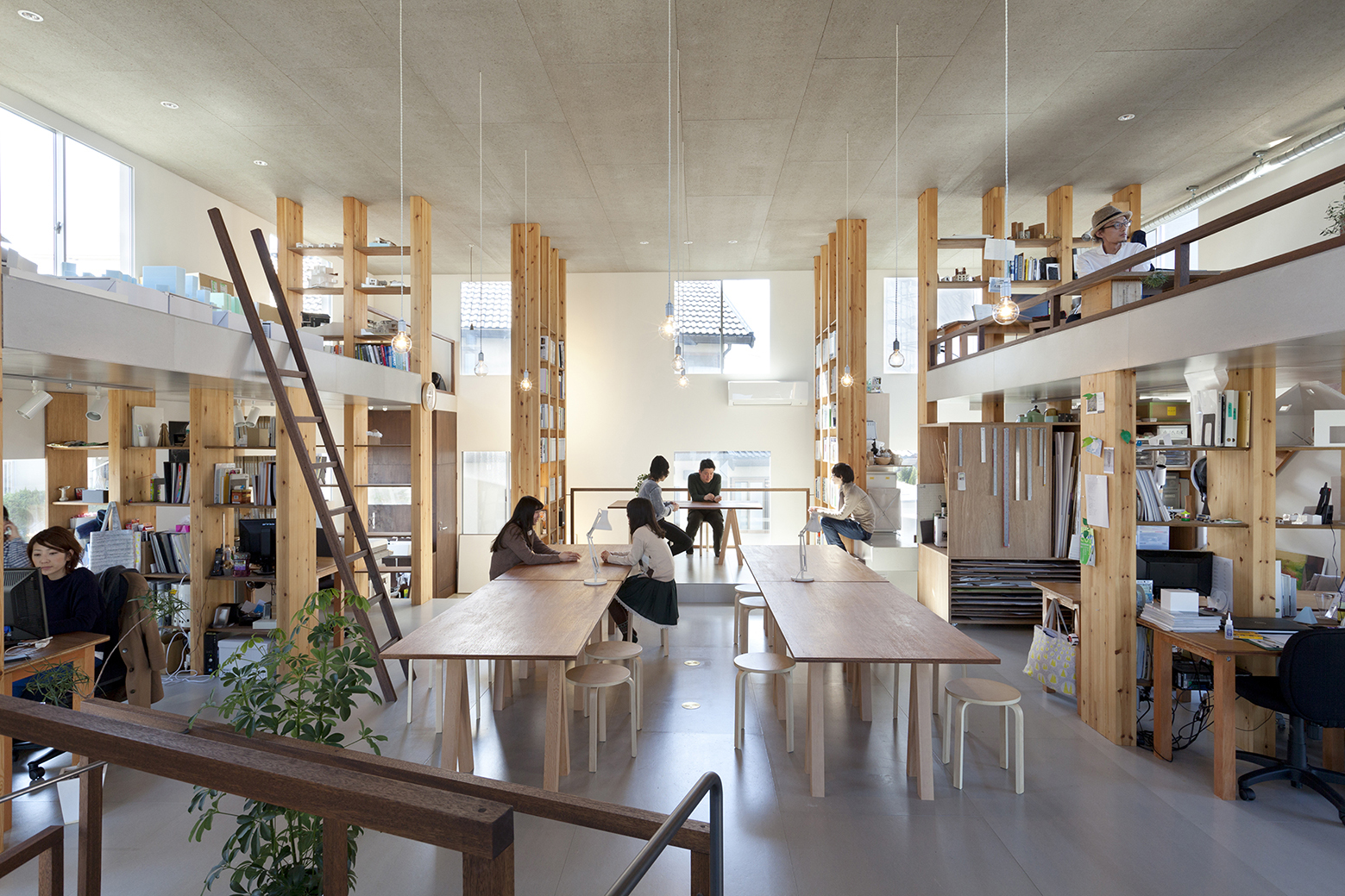 Pillar grove mamiya shinichi design studio archdaily for Asian office decor
