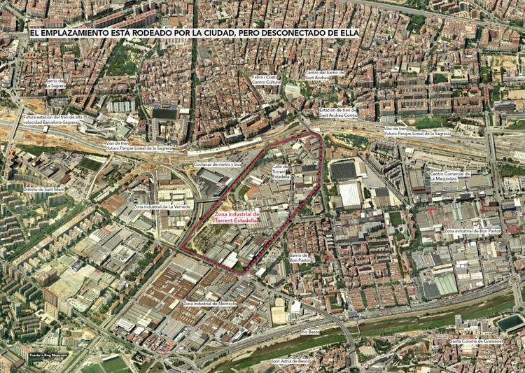 El emplazamiento está rodeado por la ciudad, pero desconectado de ella