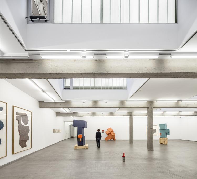 Galería de arte contemporáneo Carreras-Múgica  / Estudio Herreros, © Adrià Goulà