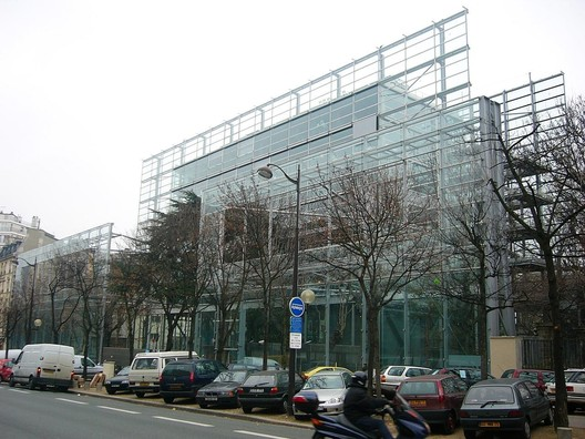 Fondation Cartier. Image © <a href='https://www.flickr.com/photos/roryrory/2520905260'>Flickr user roryrory</a> licensed under <a href='https://creativecommons.org/licenses/by-sa/2.0/'>CC BY-SA 2.0</a>