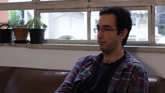 Frame da entrevista com o arquiteto Pedro Fiori Arantes. Fonte: Projeto USINA 25. Image Cortesia de USINA CTAH
