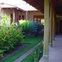 Jardim no pátio interno do primeiro alojamento de estudantes.. Image © Acervo dos autores