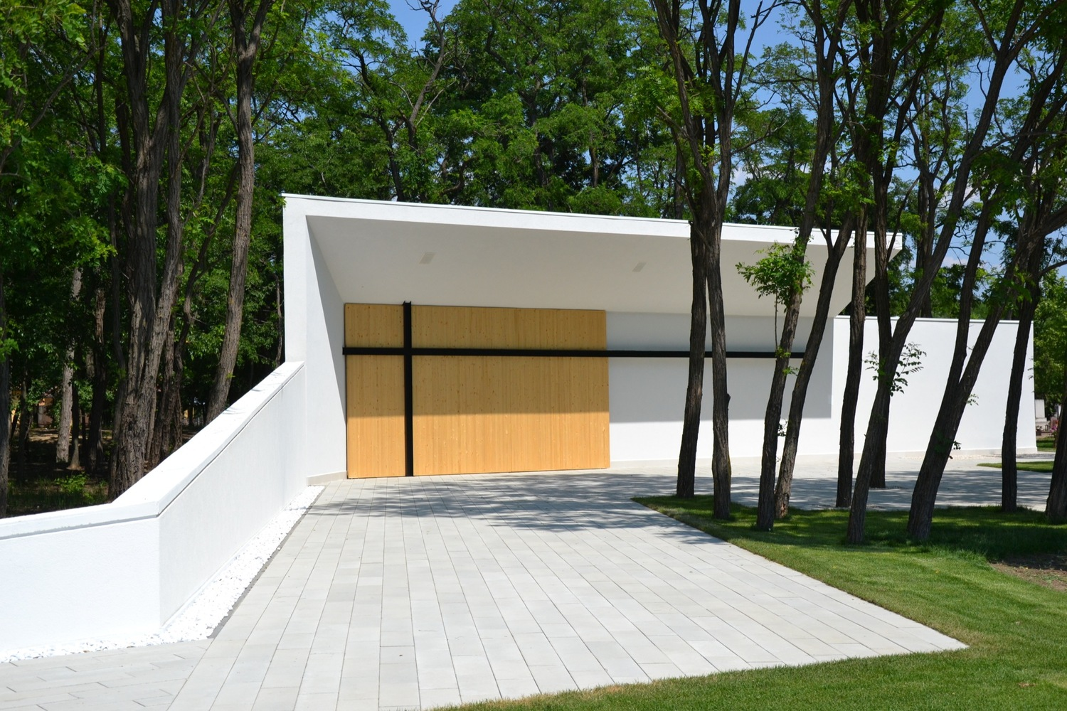 Funeral Home in Dabas / L.Art Architectural Office