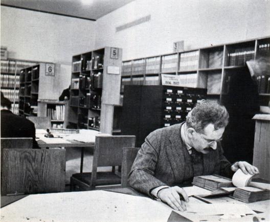 Walter Benjamin in Paris. Image © Gisèle Freund