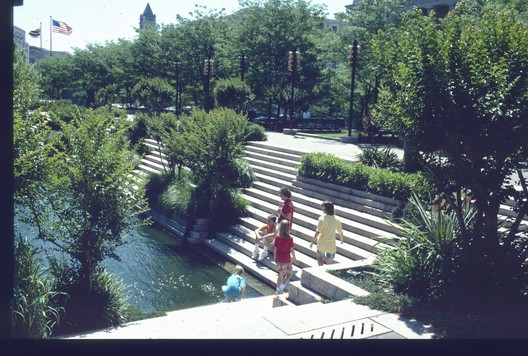 Pershing Park in the 1980s. Image © Oehme, van Sweden, courtesy of The Cultural Landscape Foundation