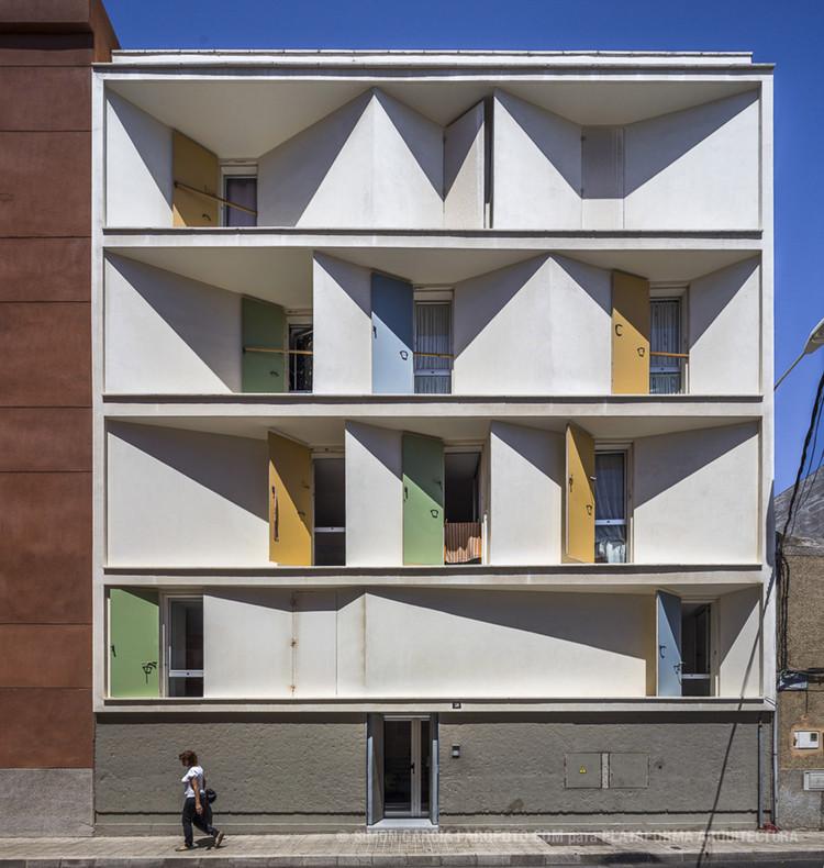 8 Casas Inscritas y Tres Patios / Romera y Ruiz Arquitectos. Imagen © Simón García