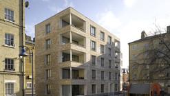 "Rowan Moore on the ""Quiet Revolution in British Housing"""