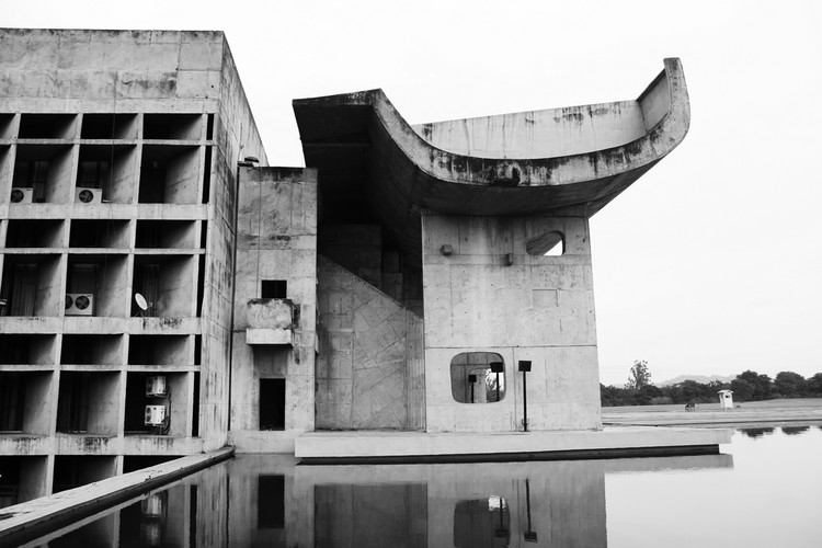 Palace of the Assembly. Le Corbusier. Image © Fernanda Antonio