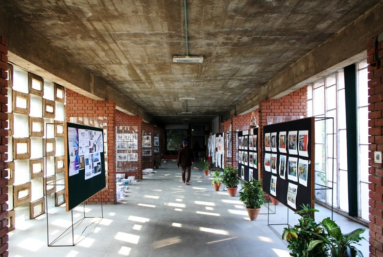 Escuela de Arquitectura de Chandigarh. Le Corbusier. Imagen © Fernanda Antonio