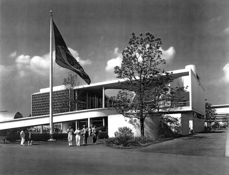 Fotografando a obra de Oscar Niemeyer [Parte 2], Pavilhão do Brasil, Nova York, 1939. Image © F. S. Lincoln