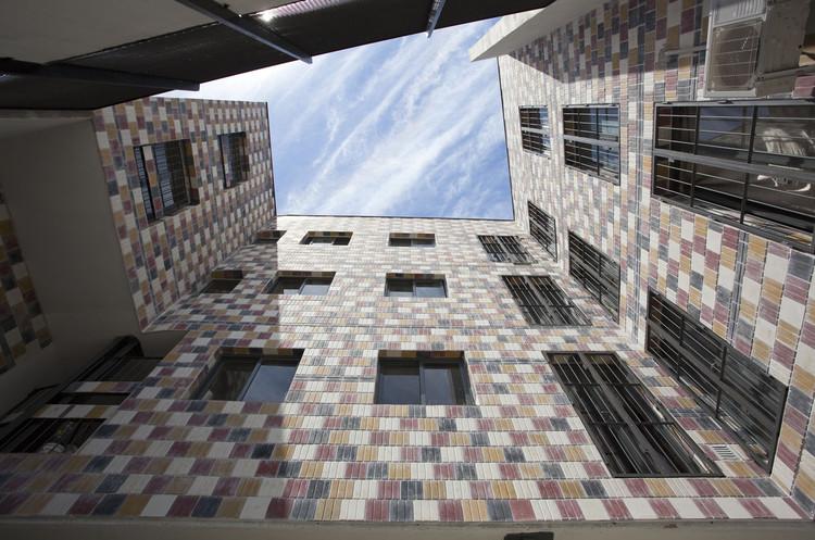 Edificio Grecco / Arzubialde Arquitectos. Image © Walter G. Salcedo