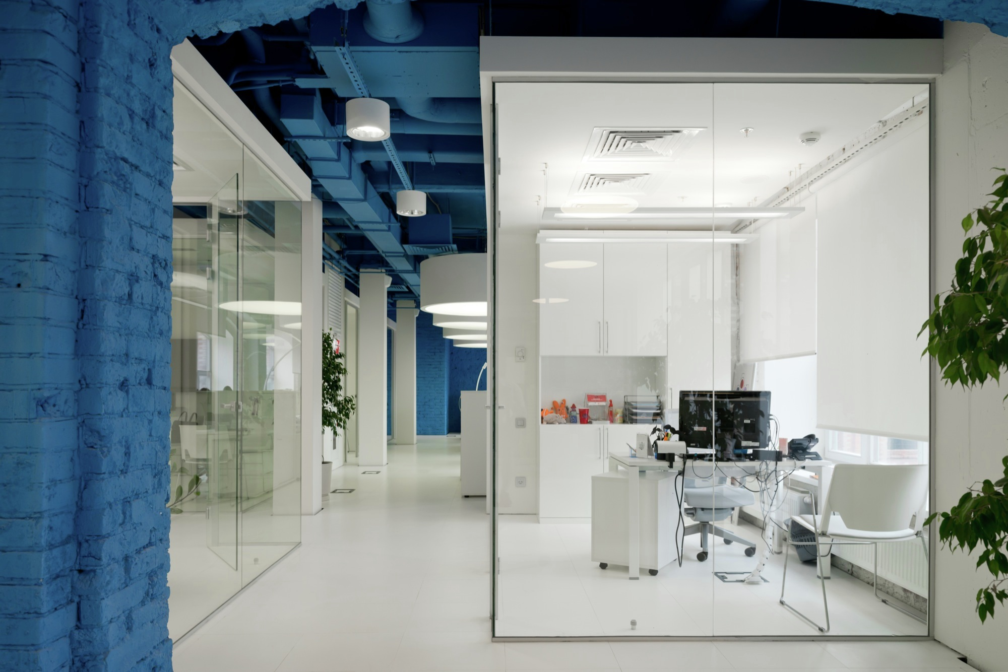 Gallery of optimedia media agency office nefa architects for Space agency interior design