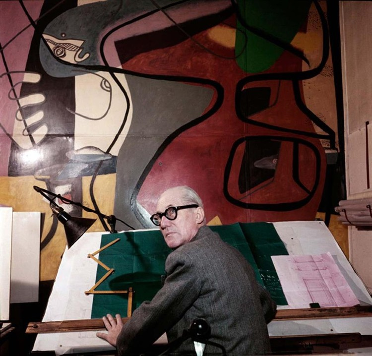 Le Corbusier. Image via Le Journal de la Photographie. © Willy Rizzo.